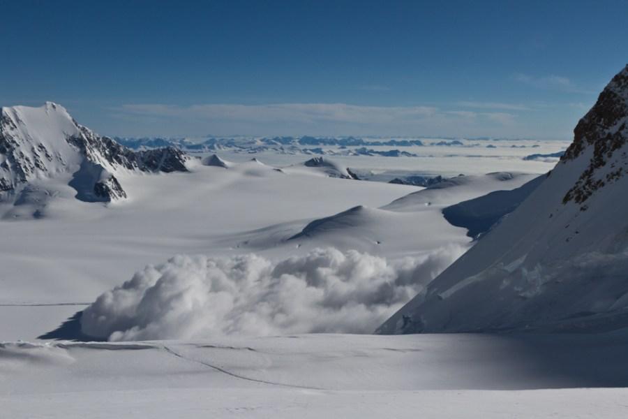 Fairweather avalanche powder cloud