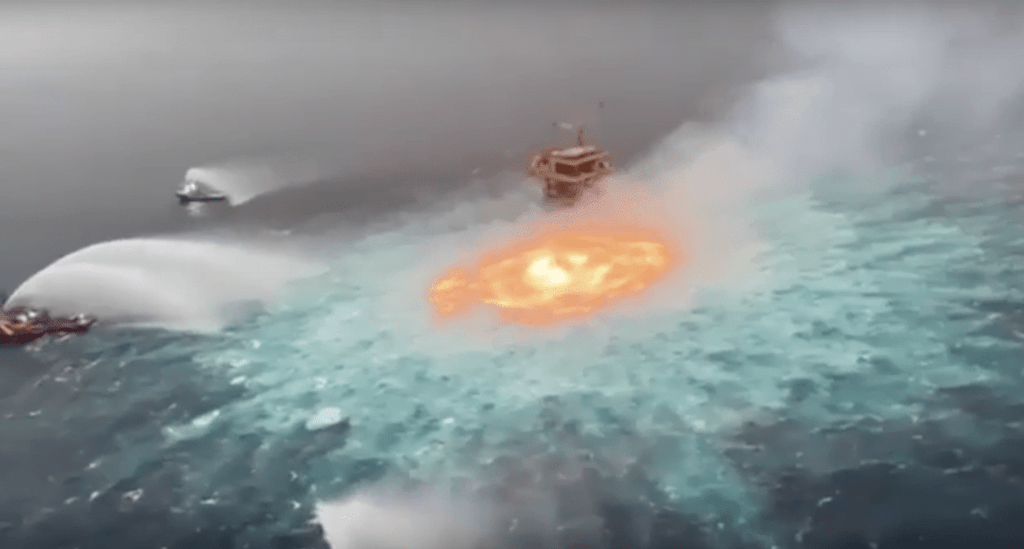 Ocean On Fire : Huge Fire In The Gulf Of Mexico