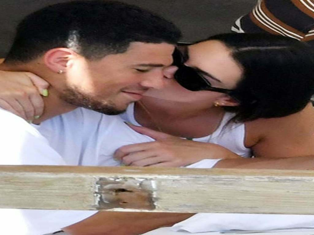 Kendall Jenner Gets Handsy Kissy