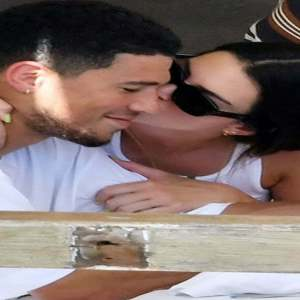 Kendall Jenner Gets Handsy Kissy With Devin Booker In Italia