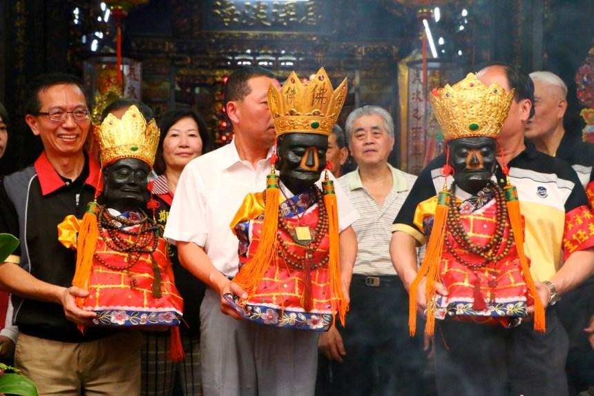 請神:蓬萊祖、蓬萊老祖、蓬萊大祖(左起)