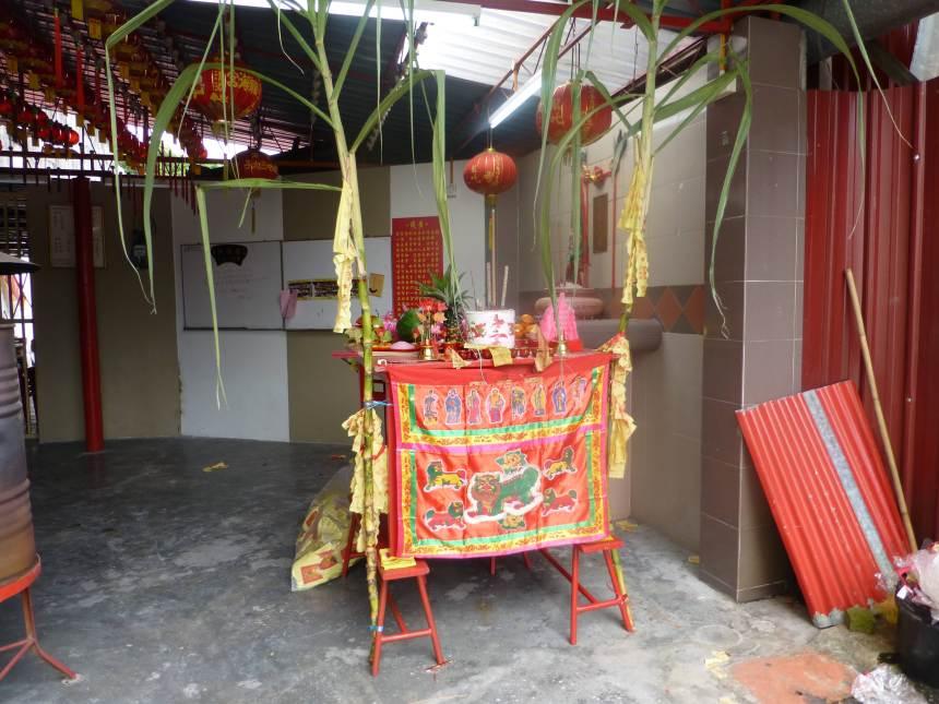 宮壇在天門開日搭設天公桌祭拜,形同小型天公誕。