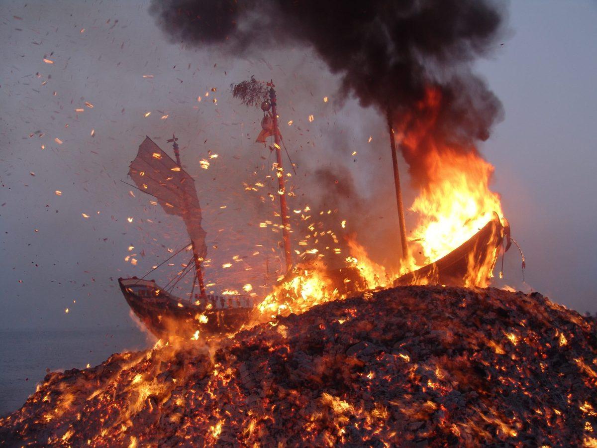 民俗論壇:當前社會如何面對燒香、燃金、放鞭炮?