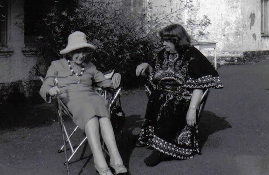 Jean_Rhys with_Mollie_Stoner,Velthams,1970s