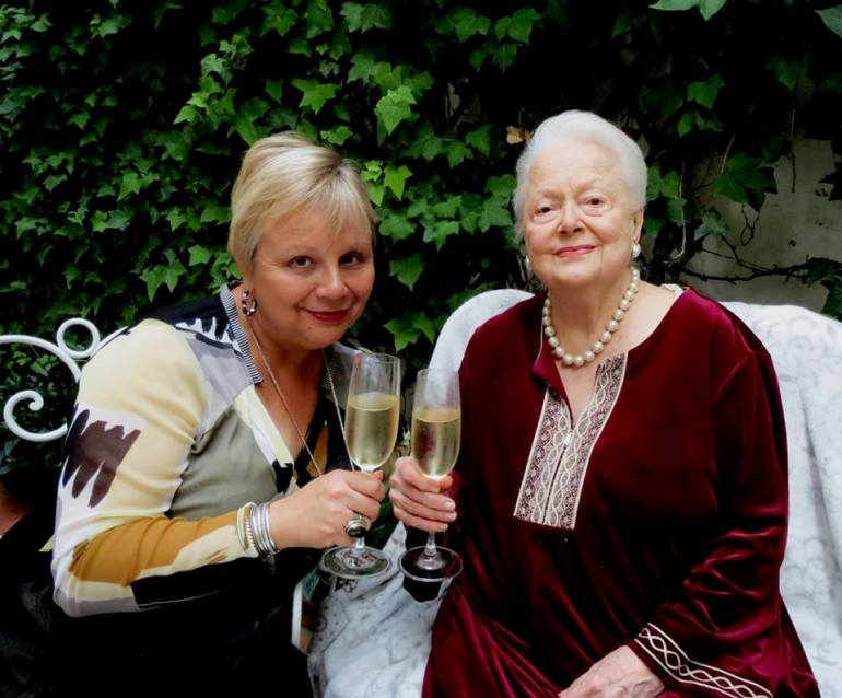 Olivia de Havilland with author, Victoria Amador