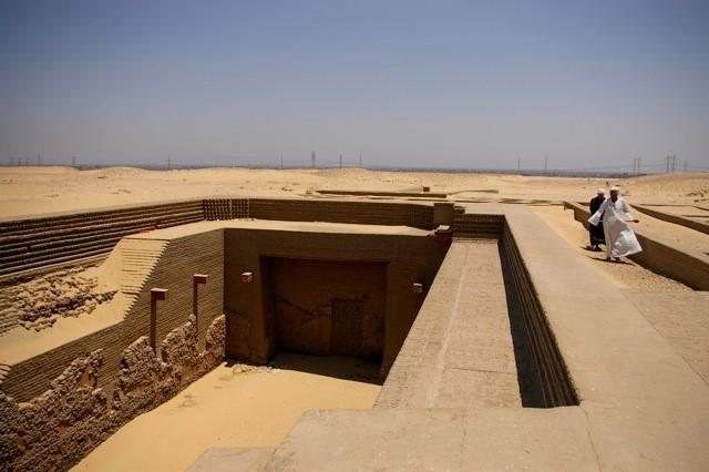 propaganda - king den's tomb