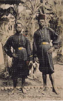 Force_publique - Two Force Publique soldiers at Fort Shinkakasa, 1915 bare foot