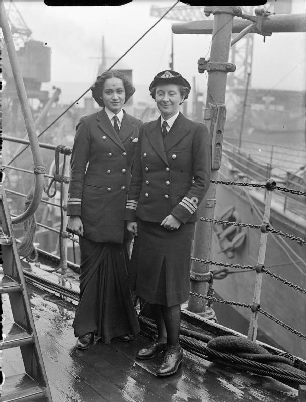 ww2 Indian_Wrens_Visit_Rosyth,_3_June_1945_A29070