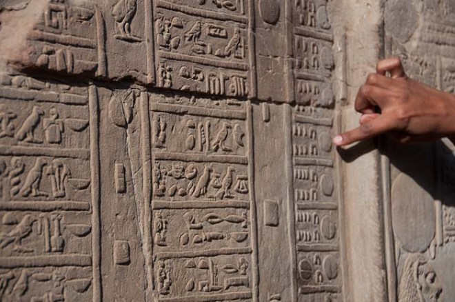 https://www.ancient-egypt-online.com/images/calendar-relief2.jpg