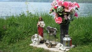 Thoughtful memorial