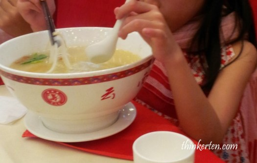 Famous Dish in Yunnan :Crossing Bridge Rice Noodles / 过桥米线