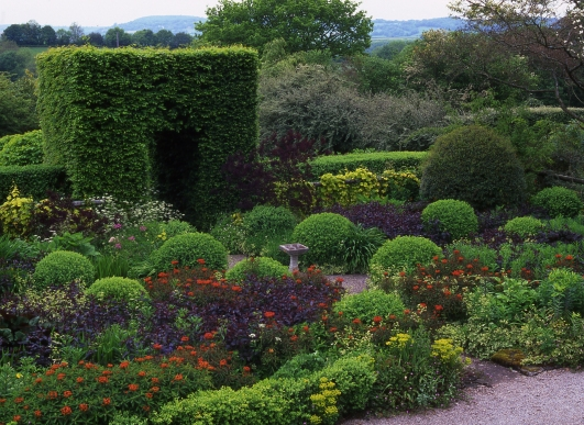 Veddw front garden copyright Charles Hawes