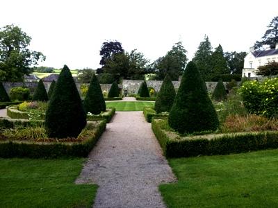 Upper Garden © Anne Wareham Thinkingardens, think gardens, think in gardens, Aberglasney, Aberglasney Garden, South Wales Garden, Welsh garden, Anne Wareham, Veddw, garden review