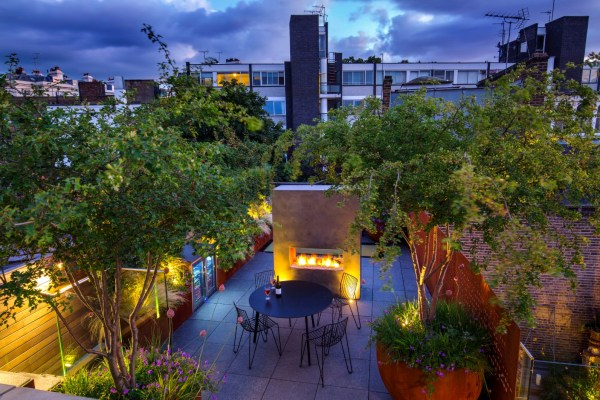 ROOF GARDEN - Andrew Wilson FSGD and Gavin McWilliam - Notting Hill Terraces. IMAGE. MARIANNE MAJERUS