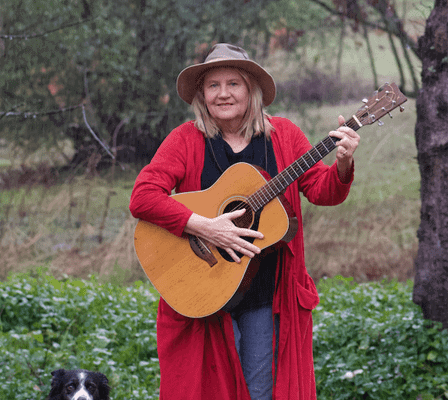 Poet-Songwriter Sara Hoxie Shares Her Catchy Tunes at ThinkingFunny21
