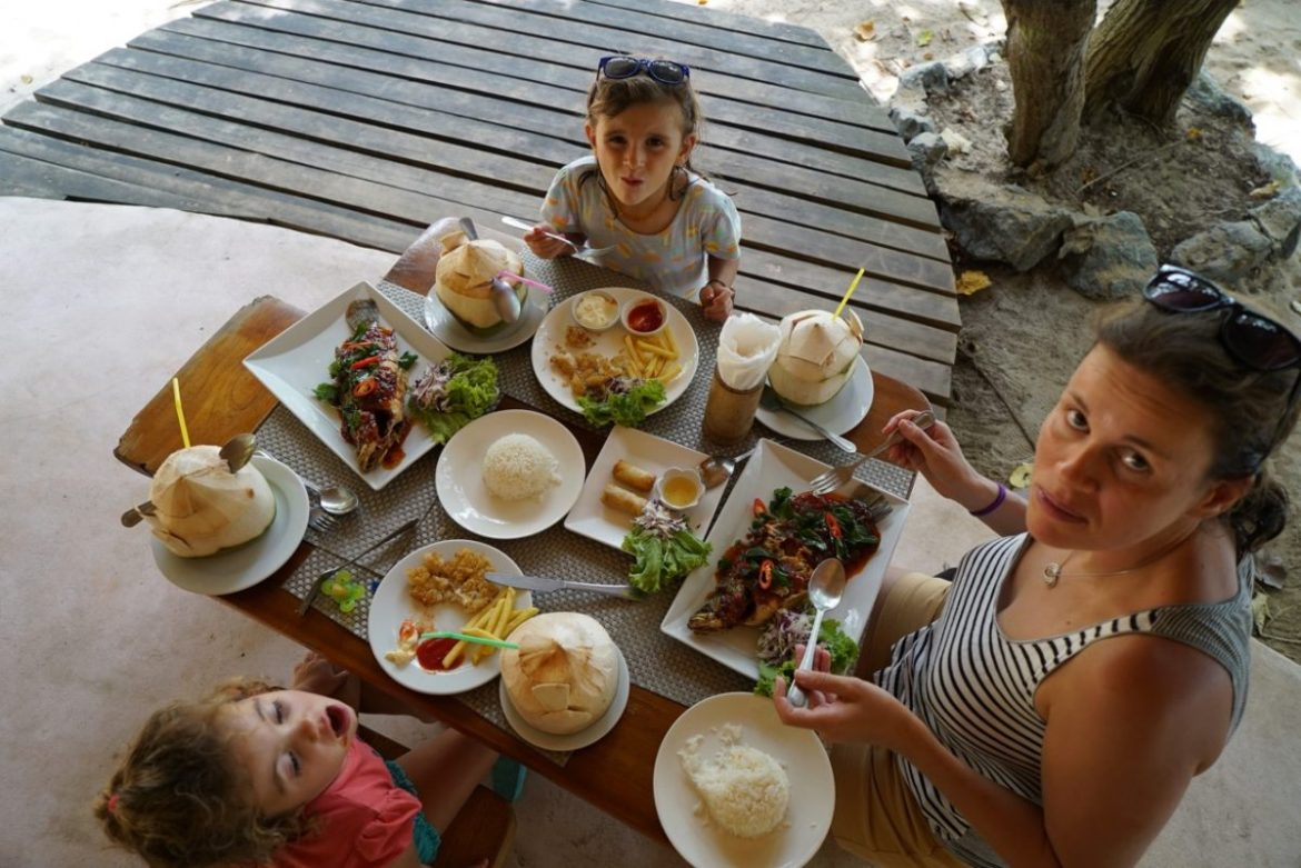 healty travel with kids