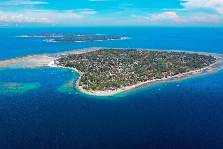 Scuba diving in gili air indonesia family trip - Gili air manta dive ...