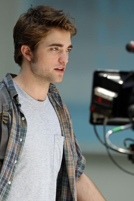 Pattinson on Set
