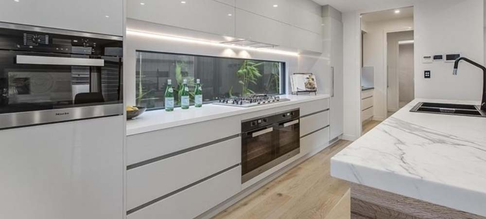 Gallery kitchens gold coast bathrooms custom for Kitchen cabinets gold coast