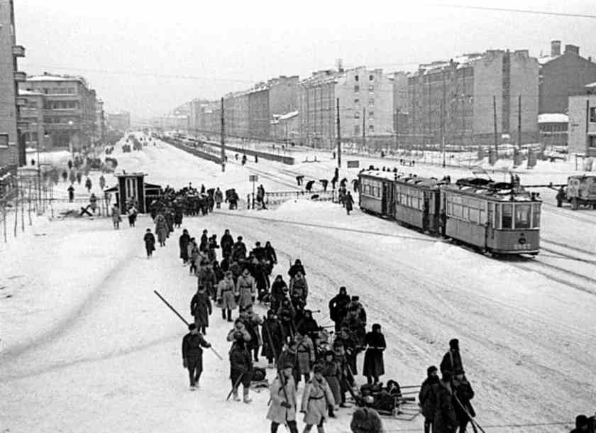 RIAN_archive_178610_Moscow_Avenue_in_Leningrad_led_to_the_front_during_the_1941 1945_Great_Patriotic_War_result