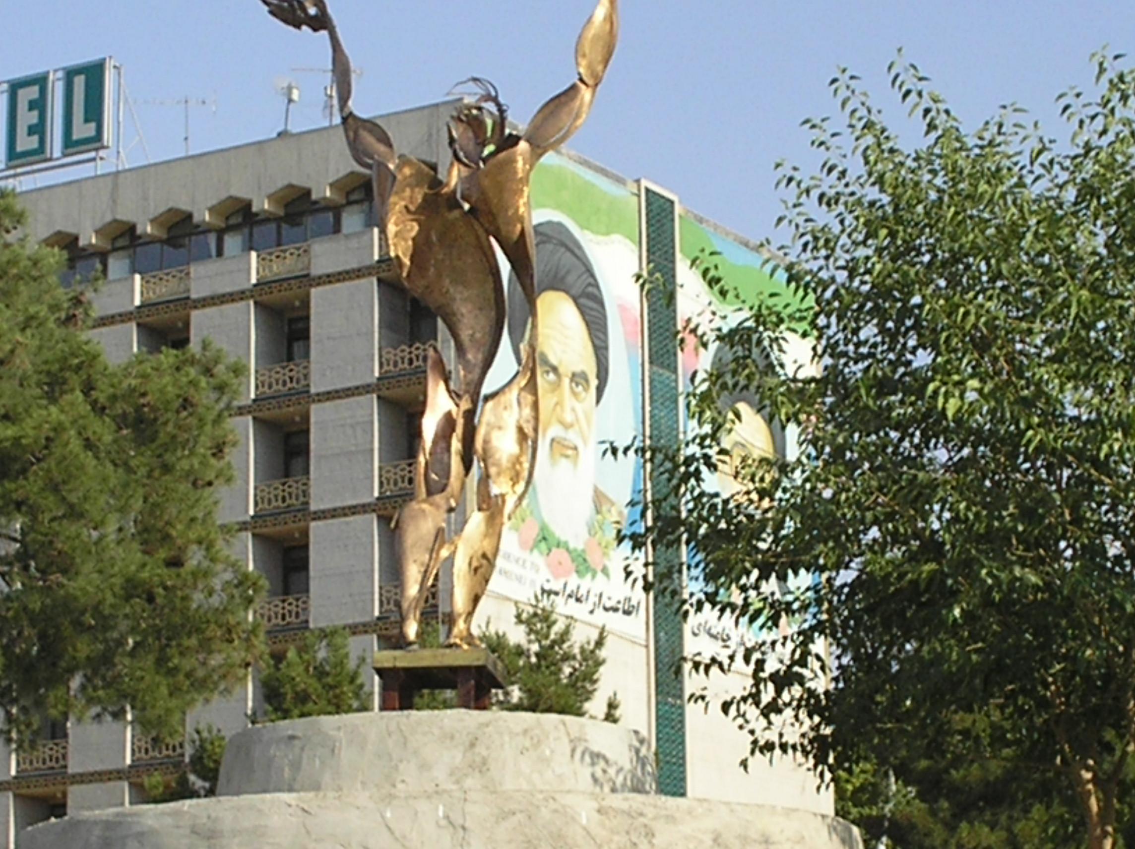 Two manifestations of Iranian Modernity
