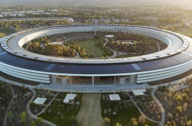 Apple HQ employees work from office