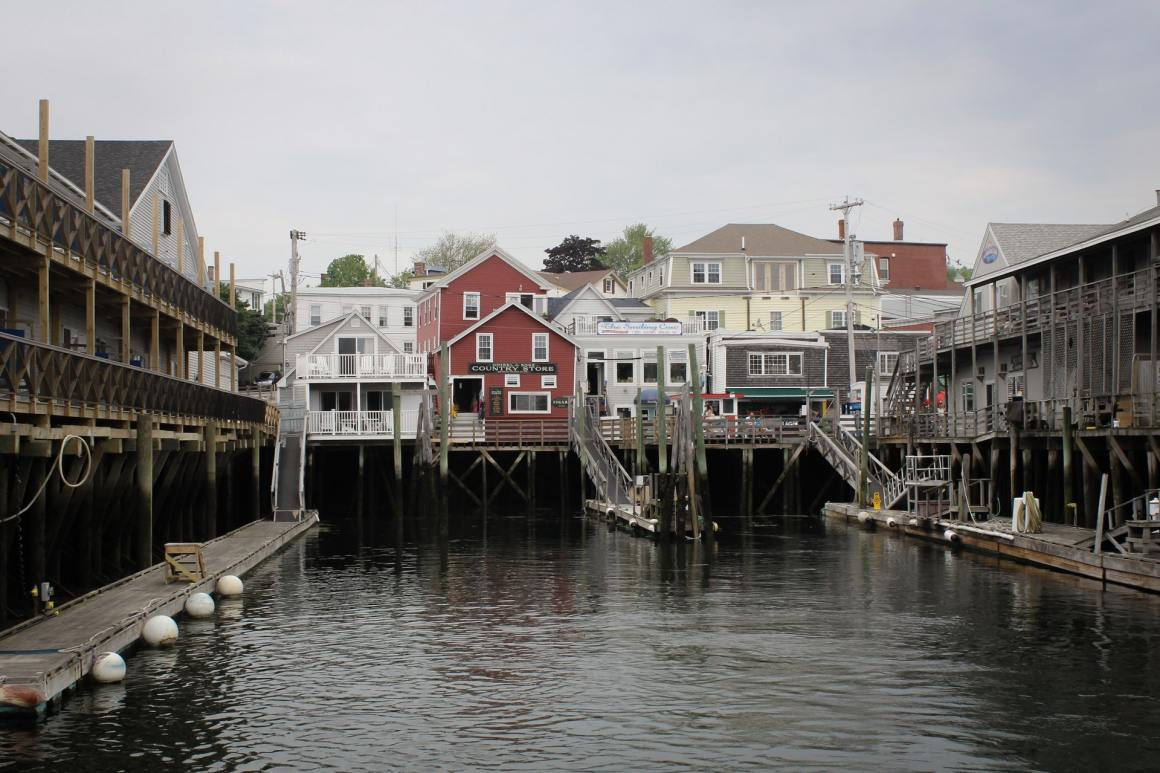 Rurual maine houses and people look for remote jobs
