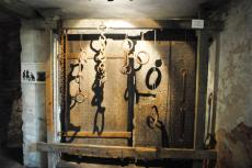 Different examples of chains and shackles