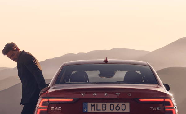 2019 Volvo S60 exterior rear