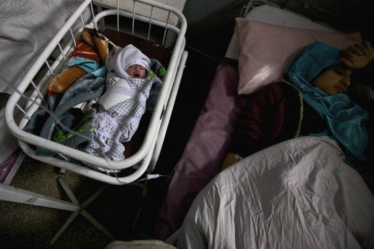 A newborn baby and mother in Istiqlal Hospital, Kabul, Afghanistan. Photo credit: Save the Children.