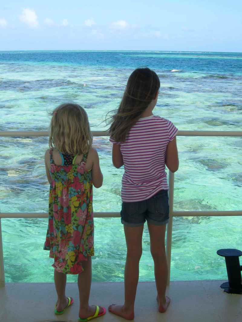 Sophia and her cousin Hanna in Belize
