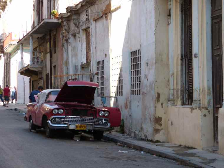 Old cars in Havana
