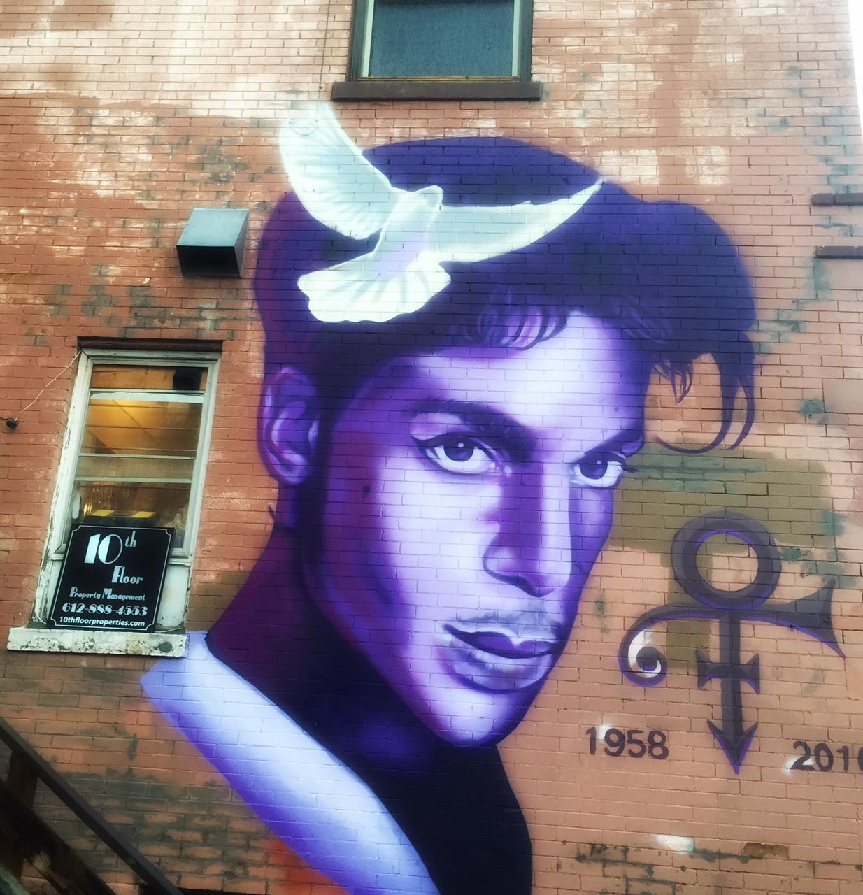 Minnesota rains purple mourning the death of Prince ...