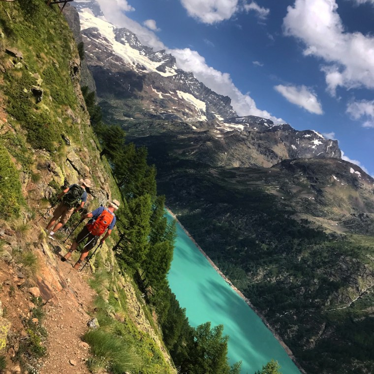 Hike in Aosta Valley to Lac Long