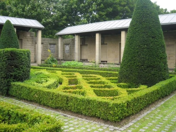 St. Nicholas Garden and cloisters Provand's Lordship