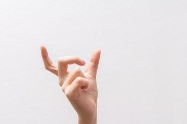 指のサイズは毎日変わる。サイズ選びのタイミングと指輪選び
