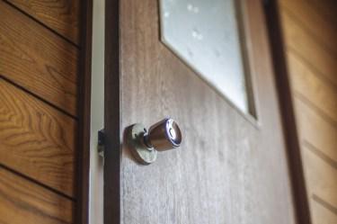 トイレのドアが開かない!原因や修理と困ったときの対処法