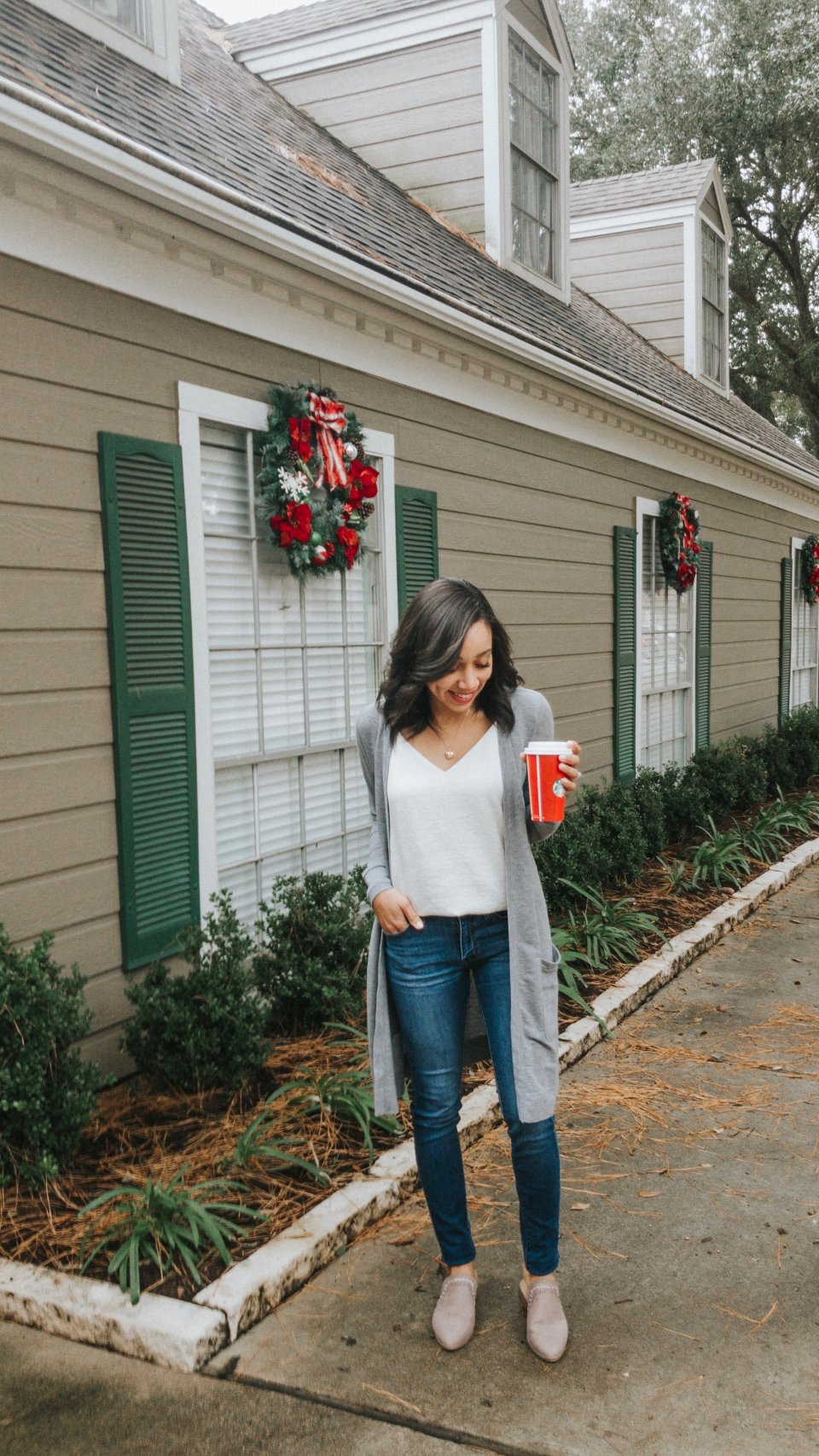 Trendy Thursday LinkUP + Comfy Chic Christmas Shopping Outfit