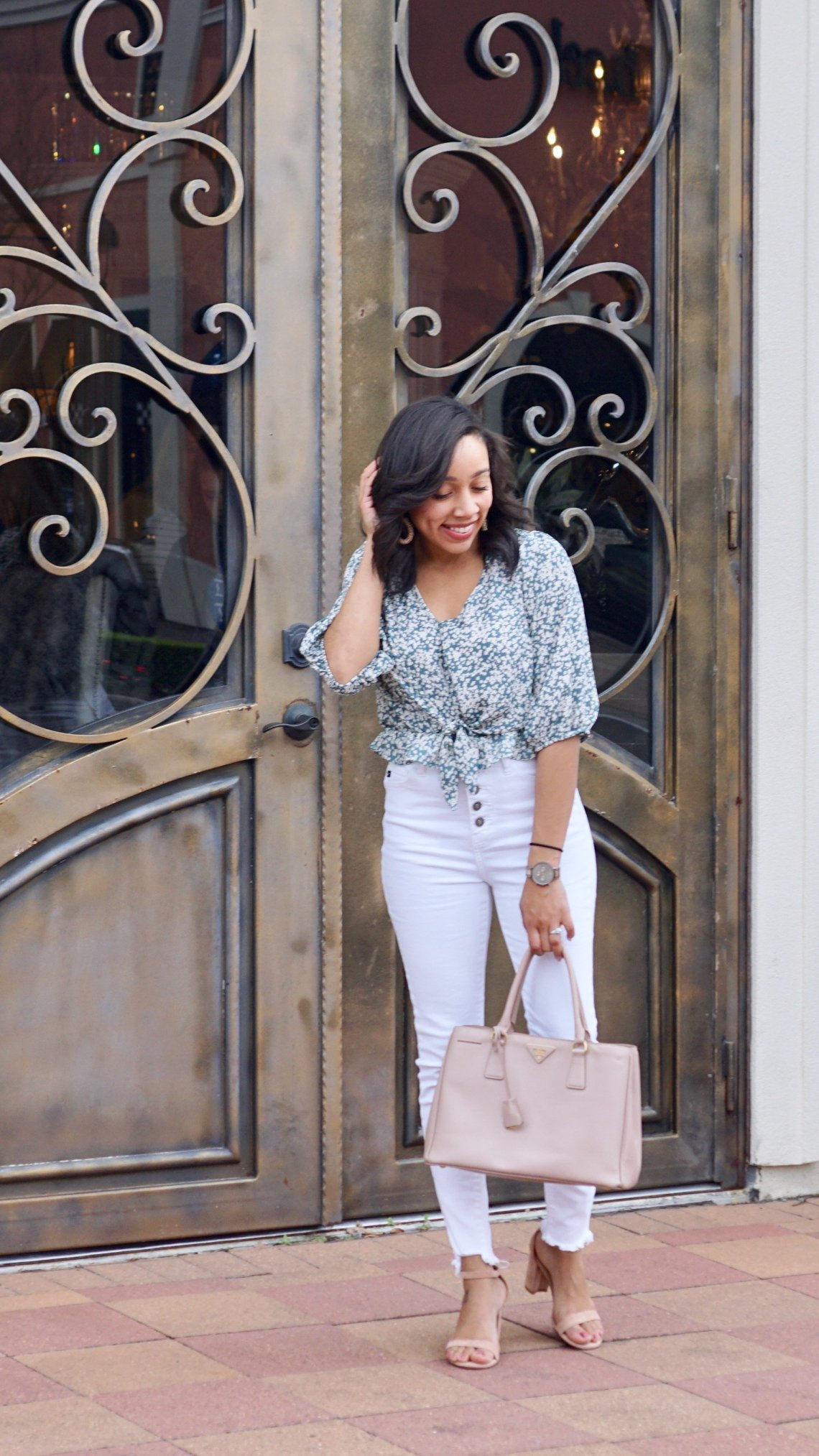 women's dressy blouses, white skinny jeans high waisted, floral print tops blouses, white skinny jeans ripped, kancan jeans, button front jeans, skinny jeans, prada, bauble bar, accessories, spring fashion, Houston blogger, Houston, #styleinspo
