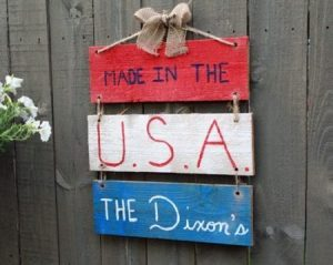 DIY Patriotic Hanging Sign from a Fence Picket