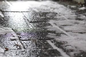 1280px-Black_ice_on_footway