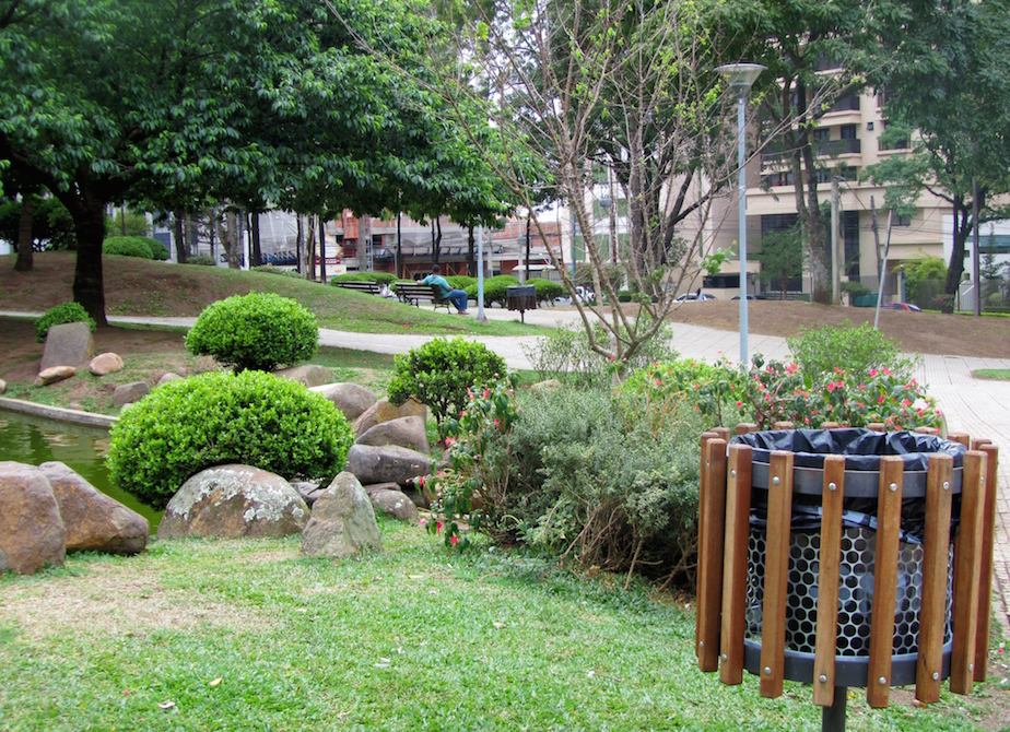 Wood slatted litter bin, Praça do Japão, Curitiba