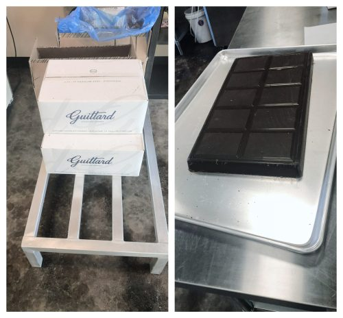 Large chocolate bars for the chocolate conveyor belt