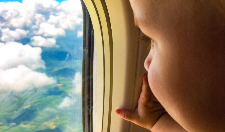 How to survive a long haul flight to Thailand with a baby and a toddler