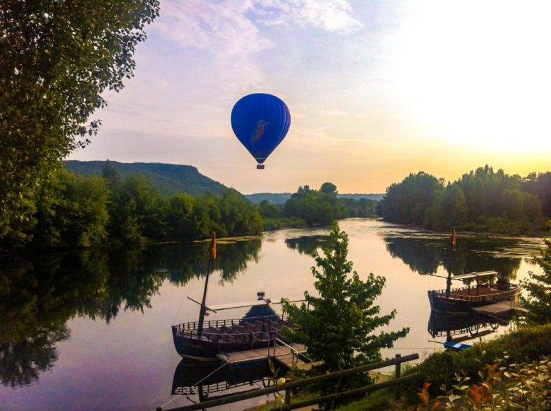 hot air balloon beynac, campsites on the dordogne river, france