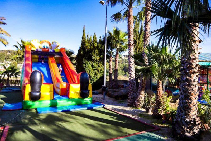 Brevis bouncy castle slide