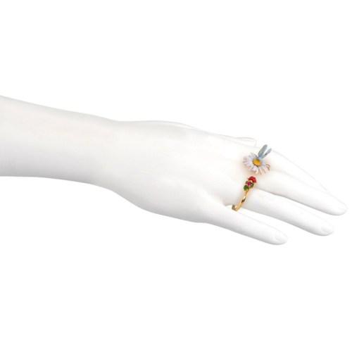 les-nereides-paris-jewelry-bague-chevaliere-secrete-champetre-marguerite-papillon-et-coccinelle-1