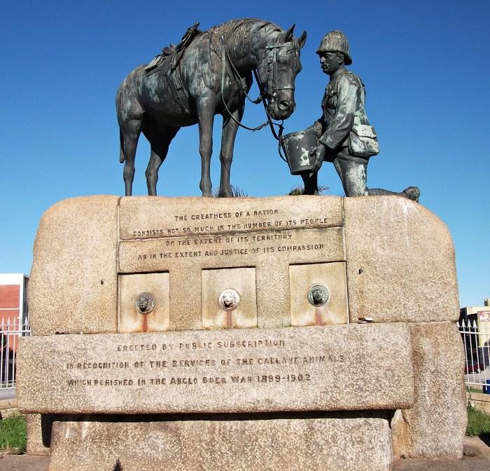 Horse_Memorial,_Cape_Road,_Port_Elizabeth