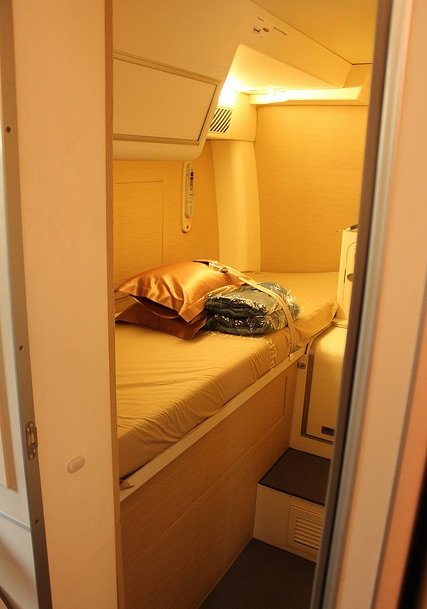 while-most-beds-seem-claustrophobic-this-cabin-on-singapores-airbus-a380-looks-comfortable