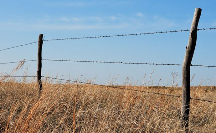 Farmer's Phone System - a barbed wire phone network